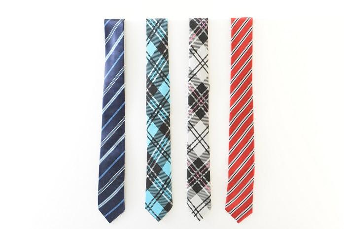 様々な色と柄のネクタイ