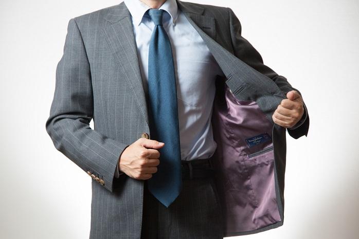 グレー系のスーツ